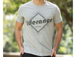 camiseta-lideranca-cinza-showcase-horizontal