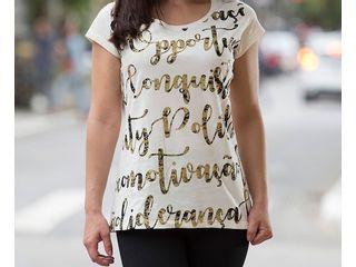 camiseta-branca-dourada-showcase-horizontal
